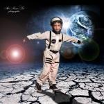 צילומי פורים מיוחדים ילד אסטרונאוט בחלל צילום אילן סימן-טוב